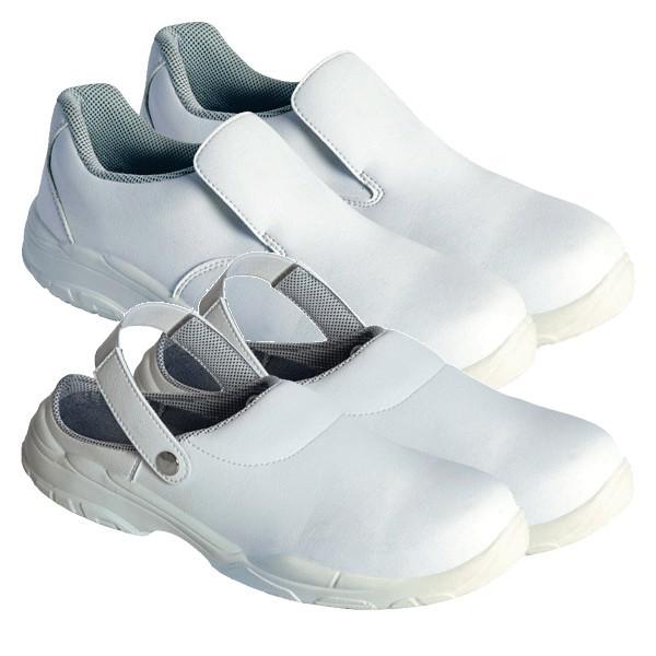 Zoccoli e mocassini bianchi